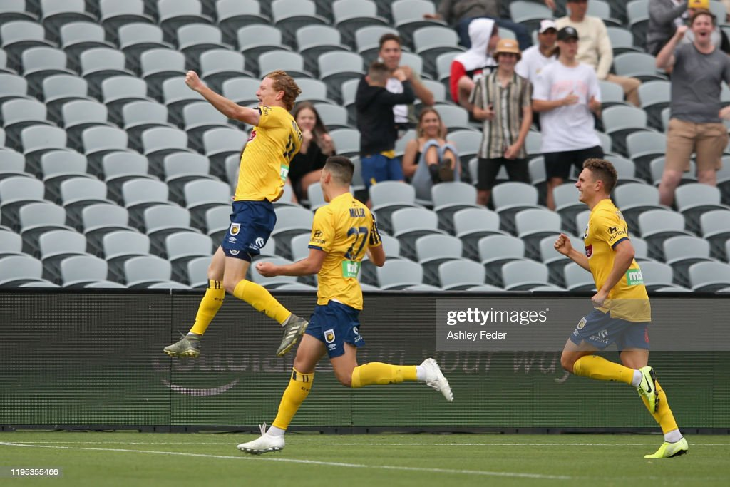 A-League Rd 11 - Central Coast v Adelaide : News Photo