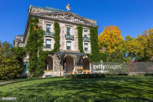 kykuit (john d. rockefeller estate), blue sky and garden with trees in autumn colors (foliage) in pocantico hills, hudson valley, new york. - westchester county stock photos and pictures