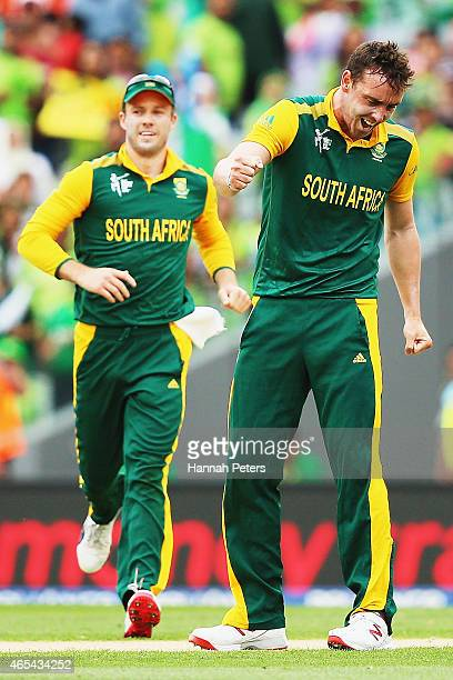 Kyle Abbott of South Africa celebrates with AB de Villiers of South Africa after claiming the wicket of Sohaib Maqsood of Pakistan during the 2015...