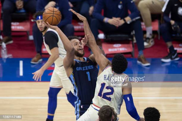 Kyle Anderson of the Memphis Grizzlies shoots the ball against Tobias Harris of the Philadelphia 76ers in the third quarter at the Wells Fargo Center...
