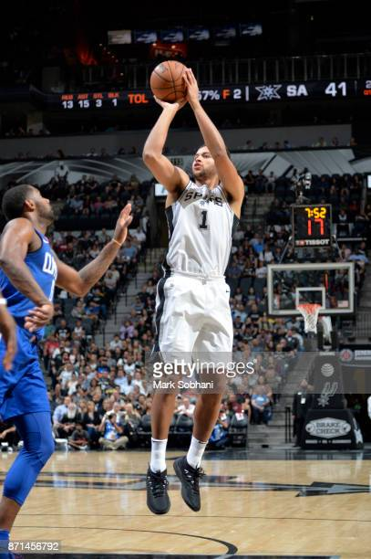 Kyle Anderson of the San Antonio Spurs shoots the ball against the LA Clippers on November 7 2017 at the ATT Center in San Antonio Texas NOTE TO USER...
