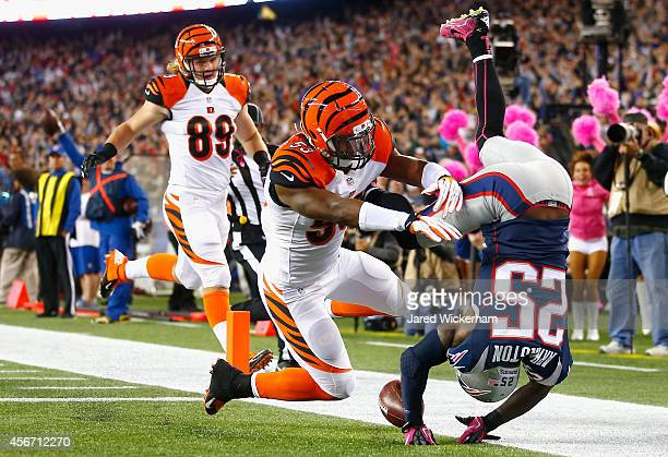 Kyle Arrington of the New England Patriots scores a touchdown after recovering a fumble during the third quarter against the Cincinnati Bengals at...