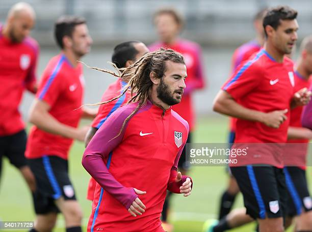 Kyle Beckerman warms up during USA team practice for the Copa America Centenario, in Seattle, Washington on June 14, 2016. / AFP / Jason Redmond