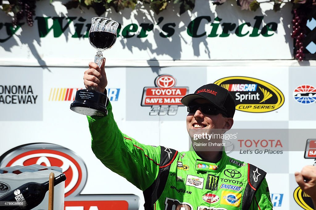 NASCAR Sprint Cup Series Toyota/Save Mart 350 : News Photo