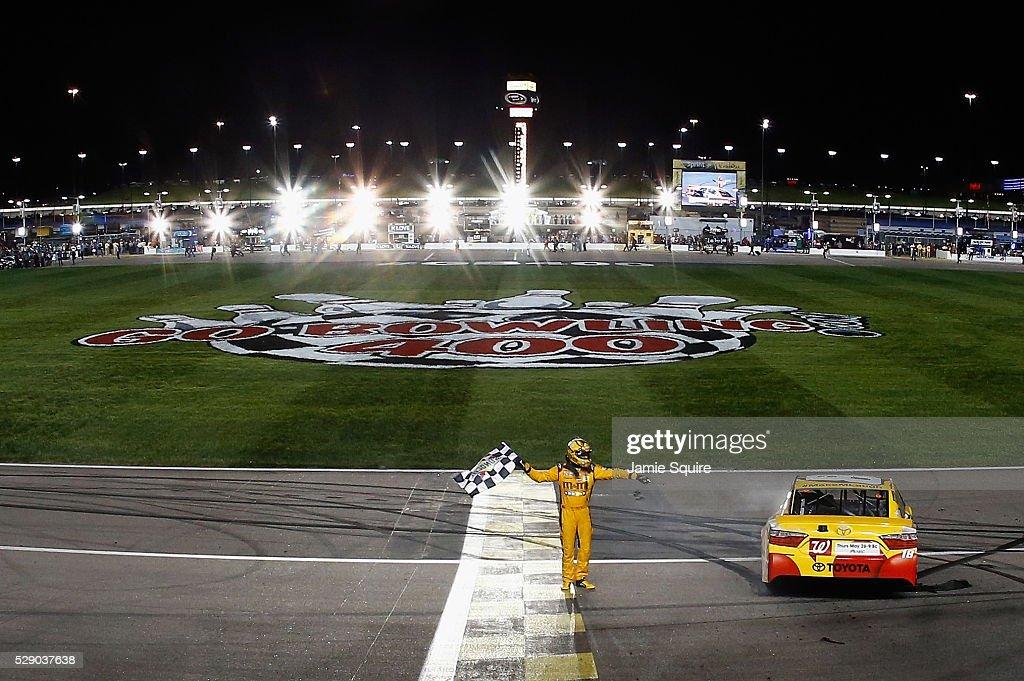 NASCAR Sprint Cup Series Go Bowling 400 : News Photo