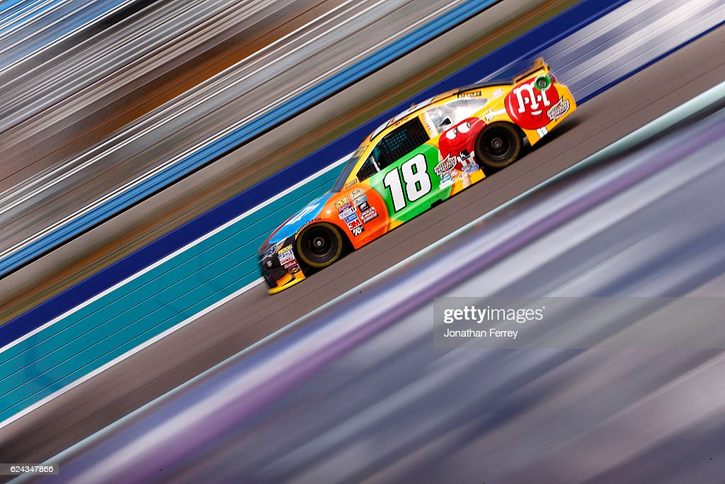 NASCAR Sprint Cup Series Ford EcoBoost 400 - Practice : News Photo