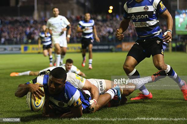 Kyle Eastmond of Bath scores his sides second try during the Aviva Premiership match between Bath Rugby and Saracens at the Recreation Ground on...