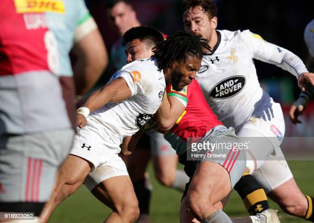 Kyle Eastmond of Wasps fouls Marcus Smith of Harlequins to earn a red card during the Aviva Premiership match between Harlequins and Wasps at...