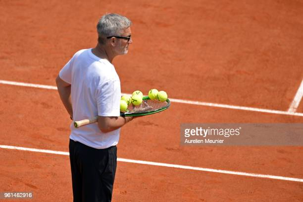 Kyle Edmund's coach Fredrik Rosengren looks on during a practice session ahead of the French Open at Roland Garros on May 22 2018 in Paris France