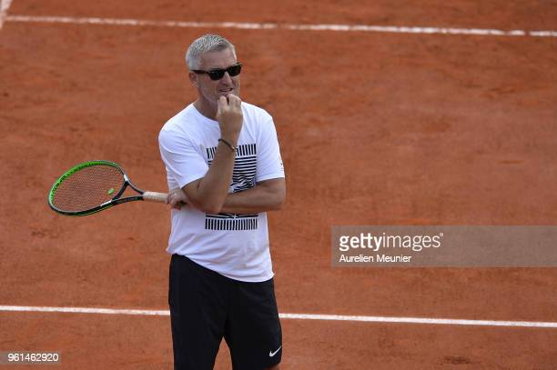 Kyle Edmund's coach Fredrik Rosengren reacts during a practice session ahead of the French Open at Roland Garros on May 22 2018 in Paris France