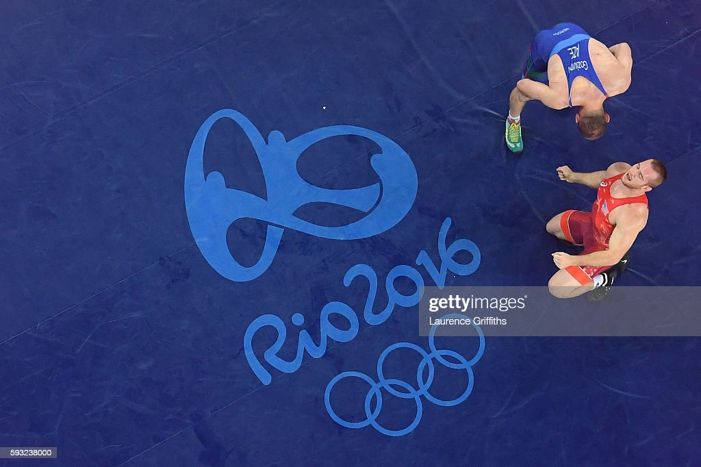 Kyle Frederick Snyder (red) of the United States celebrates after winning gold over Khetag Goziumov (blue) of Azerbaijan during the Men's Freestyle 97kg Gold medal match on Day 16 of the Rio 2016 Olympic Games at Carioca Arena 2 on August 21, 2016 in Rio de Janeiro, Brazil.