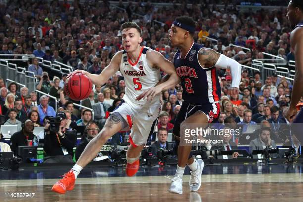 Kyle Guy of the Virginia Cavaliers dribbles against Bryce Brown of the Auburn Tigers in the first half during the 2019 NCAA Final Four semifinal at...