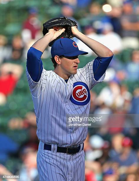 Kyle Hendricks of the Chicago Cubs prepares to eliver the ball against the Washington Nationals at Wrigley Field on May 26 2015 in Chicago Illinois