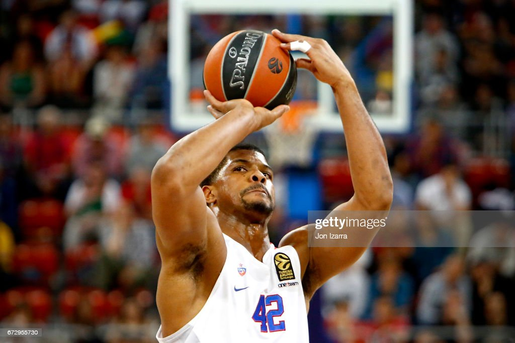 Kyle Hines, #42 of CSKA Moscow in action during the 2016/2017 Turkish Airlines EuroLeague Playoffs leg 3 game between Baskonia Vitoria Gasteiz v CSKA Moscow at Fernando Buesa Arena on April 25, 2017 in Vitoria-Gasteiz, Spain.