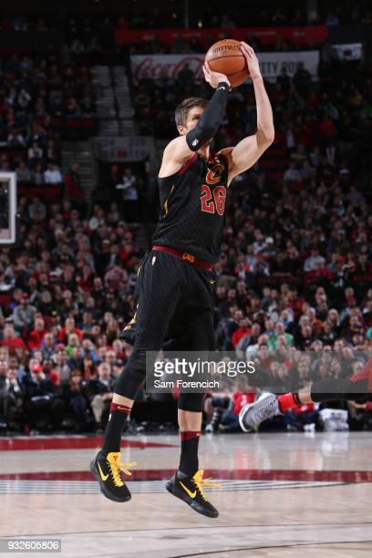 Kyle Korver of the Cleveland Cavaliers shoots the ball during the game against the Portland Trail Blazers on March 15 2018 at the Moda Center in...