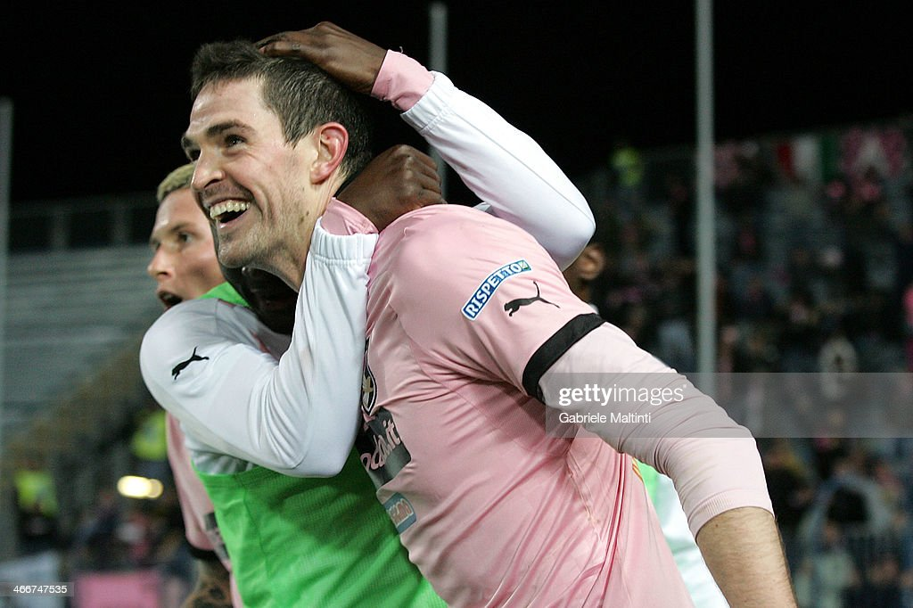 Kyle Lafferty of US Citta di Palermo celebrates after scoring a goal during the Serie B match between Empoli FC and US Citta di Palermo at Stadio Carlo Castellani on February 3, 2014 in Empoli, Italy.