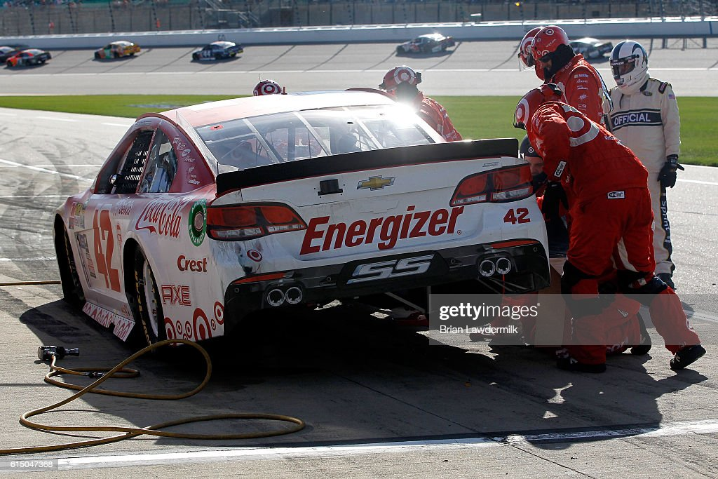NASCAR Sprint Cup Series Hollywood Casino 400 : News Photo