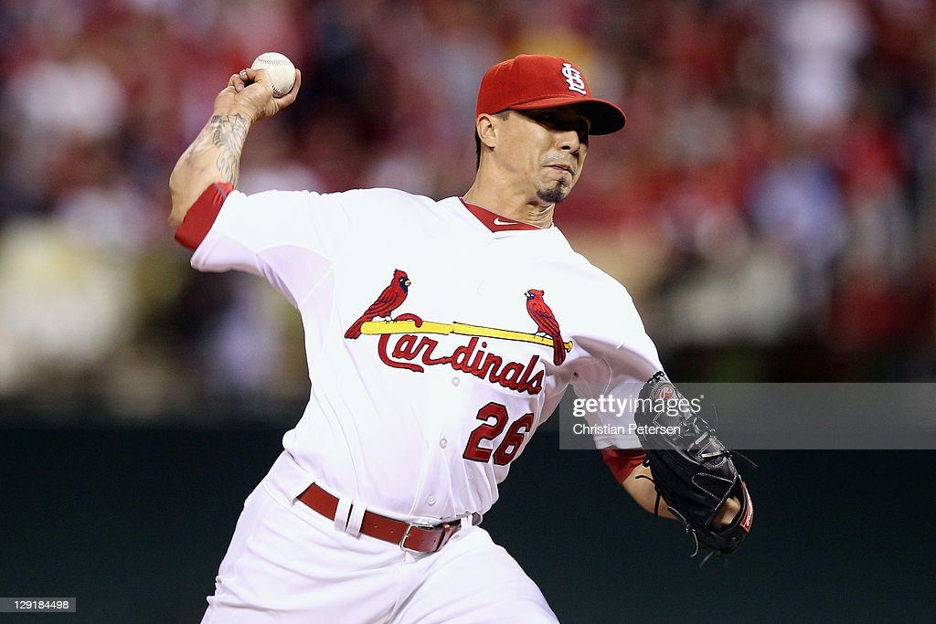 Kyle Lohse #26 of the St. Louis Cardinals throws a pitch against the Milwaukee Brewers during Game 4 of the National League Championship Series at Busch Stadium on October 13, 2011 in St. Louis, Missouri.
