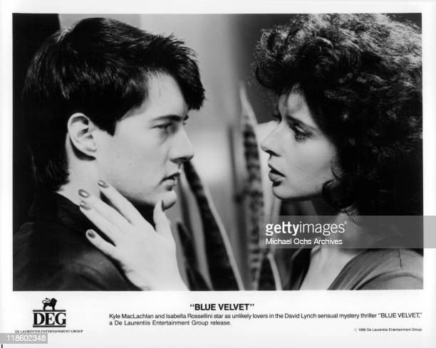 Kyle MacLachlan looks into the eyes of Isabella Rossellini in a scene from the film 'Blue Velvet' 1986