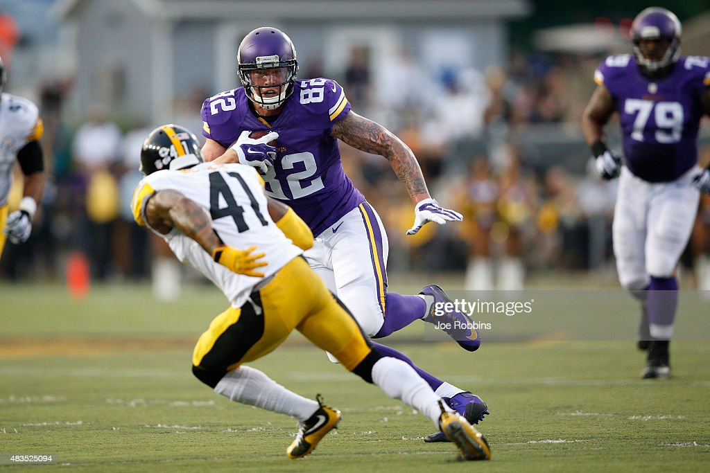 Kyle Rudolph #82 of the Minnesota Vikings runs upfield after a reception in the first quarter of the NFL Hall of Fame Game against the Pittsburgh Steelers at Tom Benson Hall of Fame Stadium on August 9, 2015 in Canton, Ohio.