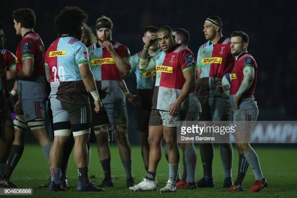 Kyle Sinckler and the Harlequins forwards take a break during the European Rugby Champions Cup match between Harlequins and Wasps at Twickenham Stoop...
