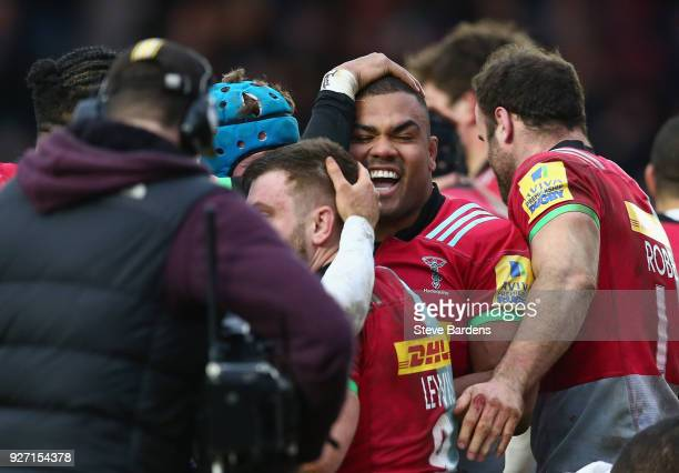 Kyle Sinckler of Harlequins celebrates scoring a try with his team mates during the Aviva Premiership match between Harlequins and Bath Rugby at...