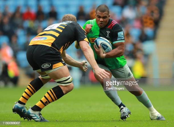 Kyle Sinckler of Harlequins is tackled by Joe Launchbury during the Gallagher Premiership Rugby match between Wasps and Harlequins at the Ricoh Arena...