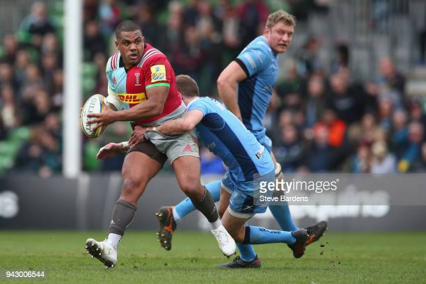 Kyle Sinckler of Harlequins is tackled by Johnny Williams of London Irish defence during the Aviva Premiership match between Harlequins and London...