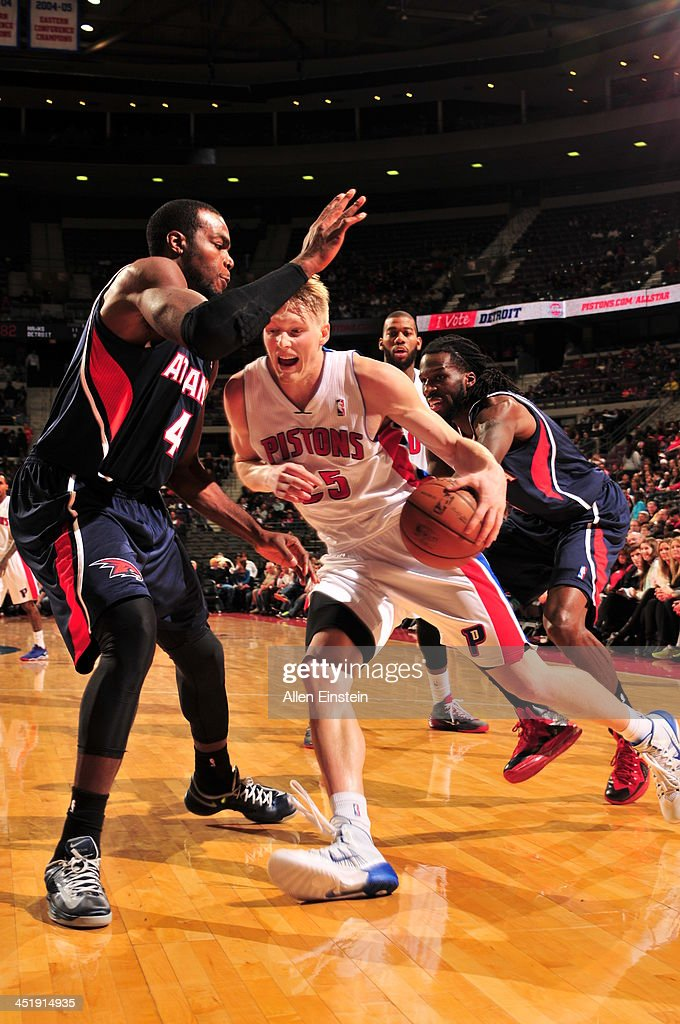 Kyle Singler #25 of the Detroit Pistons drives to the basket against Paul Millsap #4 of the Atlanta Hawks on November 22, 2013 at The Palace of Auburn Hills in Auburn Hills, Michigan.