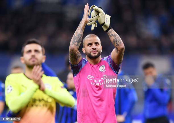 Kyle Walker of Manchester City applauds the fans after the UEFA Champions League group C match between Atalanta and Manchester City at Stadio...