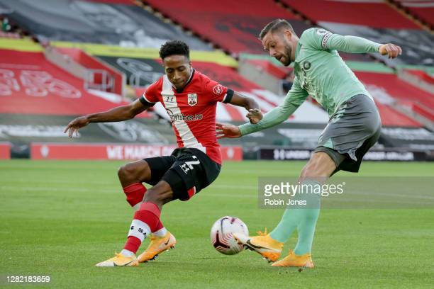 Kyle WalkerPeters of Southampton and Gylfi Sigurdsson of Everton during the Premier League match between Southampton and Everton at St Mary's Stadium...