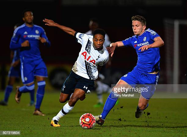 Kyle WalkerPeters of Tottenham Hotspur battles for the ball with Jordan Houghton of Chelsea during the Barclays U21 Premier League International Cup...