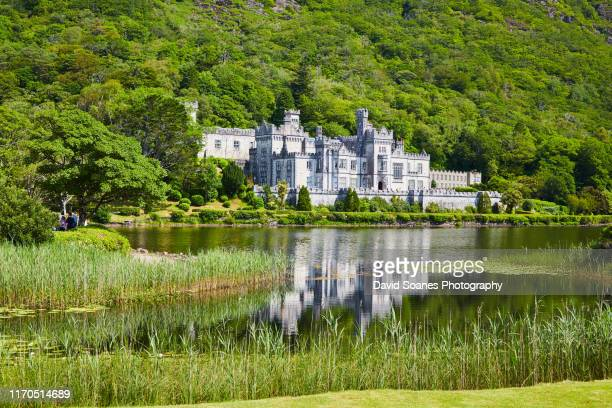 kylemore abbey in county galway, ireland - david soanes stock pictures, royalty-free photos & images