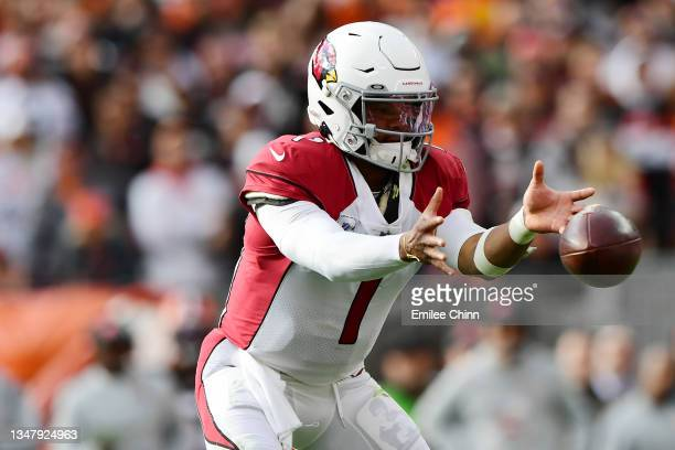 Kyler Murray of the Arizona Cardinals catches the snap during a game against the Cleveland Browns at FirstEnergy Stadium on October 17, 2021 in...