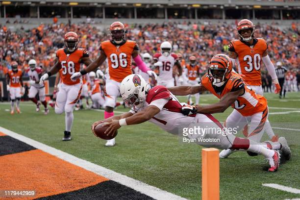 Kyler Murray of the Arizona Cardinals stretches into the end zone for a touchdown in the first quarter of the NFL football game against the...