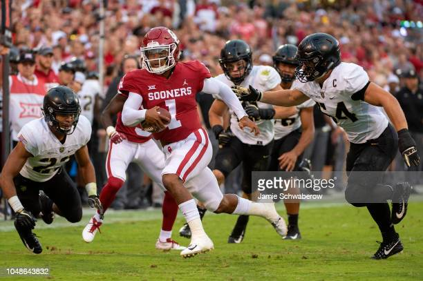Kyler Murray of the Oklahoma Sooners rushes against the Army West Point Black Knights at Gaylord FamilyOklahoma Memorial Stadium on September 22 2018...