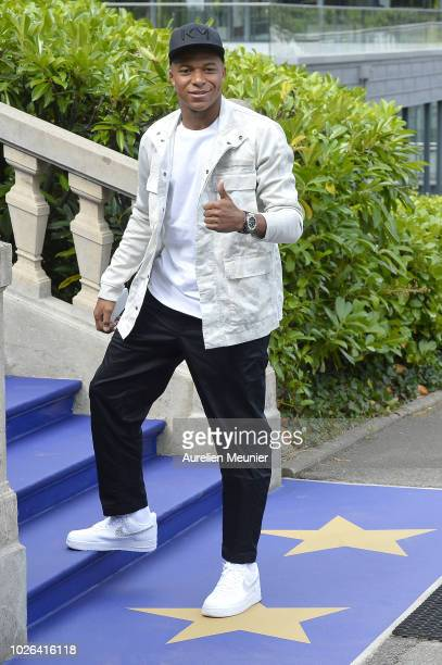 Kylian Mbappe arrives for a French Soccer team training session on September 3 2018 in EtivalClairefontaine France