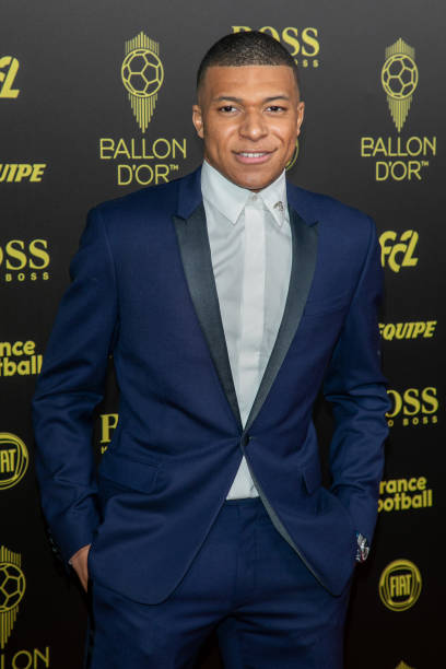 BALLON D'OR *RÉCOMPENSES DU FOOT* à partir de 2019 Kylian-mbappe-attends-the-photocall-during-the-ballon-dor-ceremony-at-picture-id1191536622?k=6&m=1191536622&s=612x612&w=0&h=-bZvgAetg4dUwaDwrksOCgGP1B1fJDlzZCaFrCnJQtI=