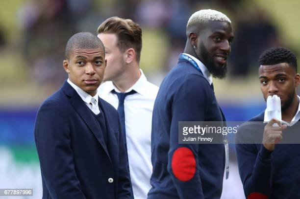 Kylian Mbappe of AS Monaco speaks with his team mates as they inspect the pitch prior to the UEFA Champions League Semi Final first leg match between...