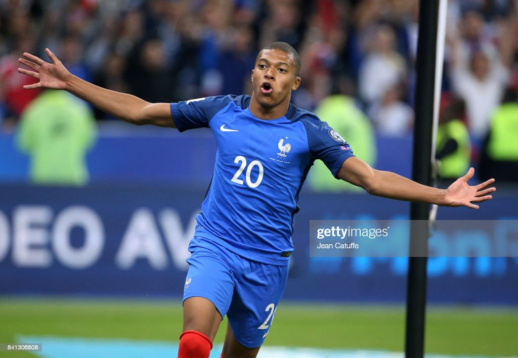 France v Netherlands - FIFA 2018 World Cup Qualifier : News Photo