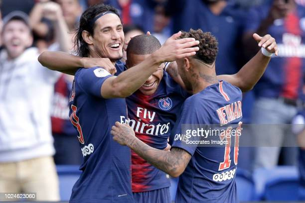 Kylian Mbappe of Paris Saint Germain celebrates 21 with Edinson Cavani of Paris Saint Germain Neymar Jr of Paris Saint Germain during the French...