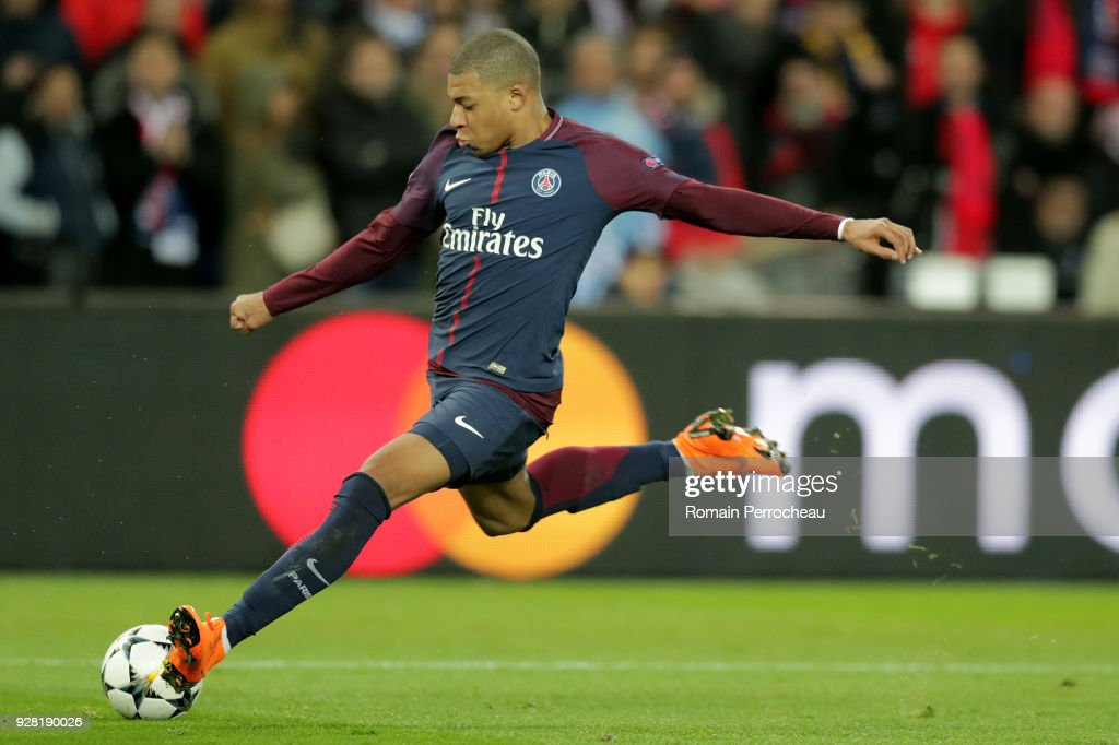 Paris Saint-Germain v Real Madrid - UEFA Champions League Round of 16: Second Leg : News Photo