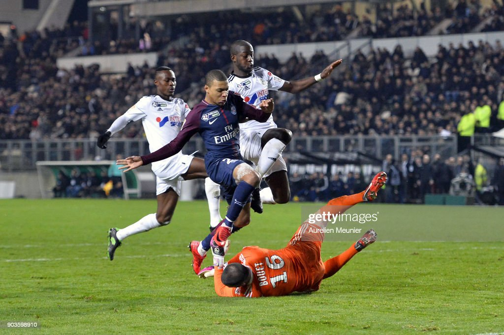 Kylian Mbappe of Paris Saint-Germain is stopped by Amien goalkeeper Jean-Christophe Bouet during the League cup match between Amiens and Paris Saint Germain at Stade de la Licorne on January 10, 2018 in Amiens, France.