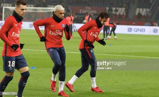 Kylian Mbappe of Paris SaintGermain react with Neymar Jr during the Ligue 1 match between Paris Saint Germain and SM Caen at Parc des Princes on...