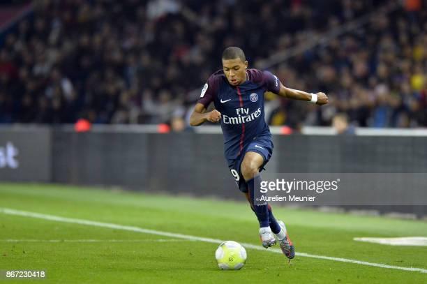 Kylian Mbappe of Paris SaintGermain runs with the ball during the Ligue 1 match between Paris Saint Germain and OGC Nice at Parc des Princes on...