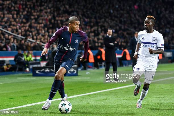 Kylian Mbappe of PSG and Henry Onyekuru of Anderlecht during the UEFA Champions League match between Paris SaintGermain and RSC Anderlecht at Parc...