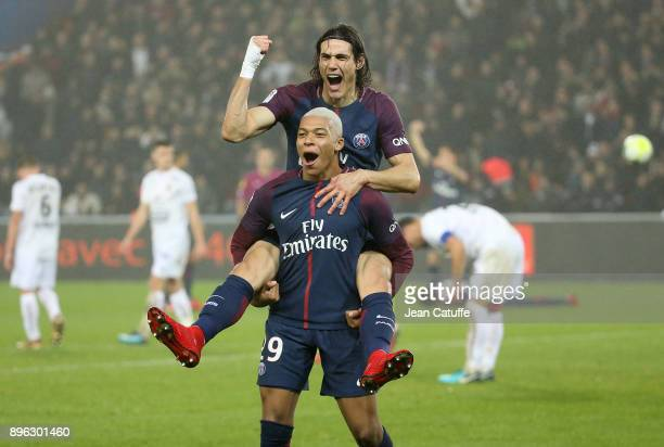 Kylian Mbappe of PSG celebrates his goal with Edinson Cavani during the French Ligue 1 match between Paris Saint Germain and Stade Malherbe Caen at...