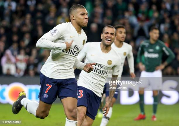 Kylian Mbappe of PSG celebrates his winning goal with Dani Alves and teammates during the French Ligue 1 match between AS SaintEtienne and Paris...