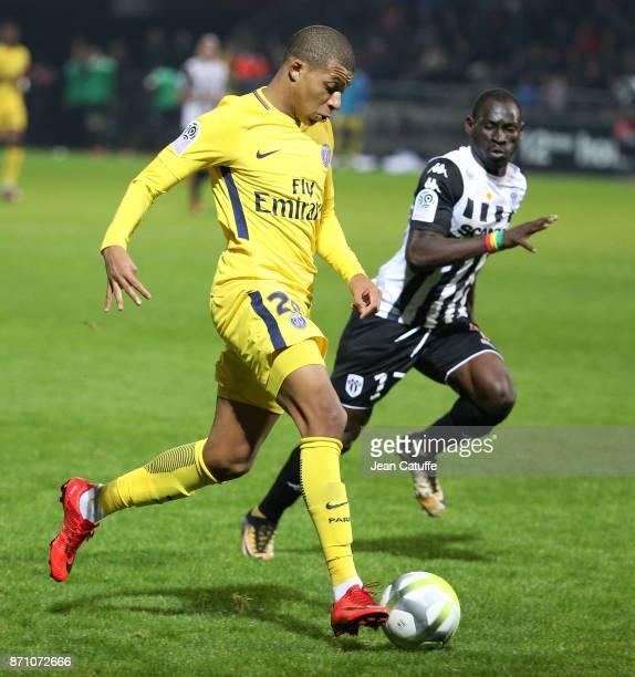 Paris Saint Germain V Angers Sco Ligue 1: Saliou Ciss Fotografías E Imágenes De Stock