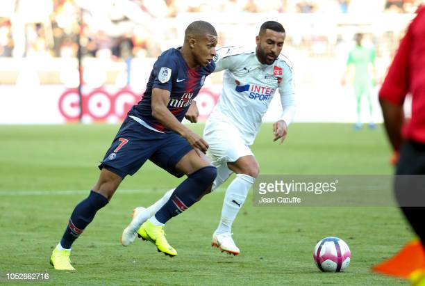 Kylian Mbappe of PSG Saman Ghoddos of Amiens during the french Ligue 1 match between Paris SaintGermain and Amiens SC at Parc des Princes stadium on...